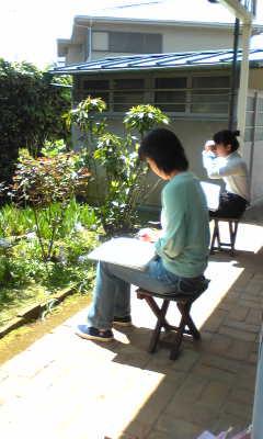 本日は庭でスケッチレッスン☆_c0131063_11344094.jpg