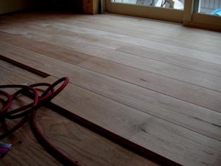 クルミの床_c0130172_1584187.jpg