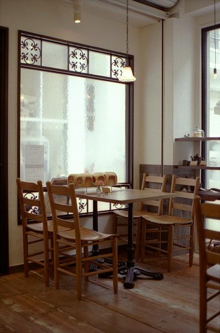 2010-4-26 焼きたてパンが美味しいカフェにて_c0136330_10115265.jpg