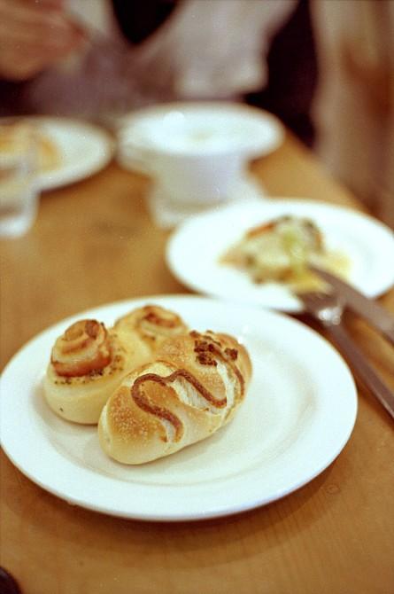 2010-4-26 焼きたてパンが美味しいカフェにて_c0136330_10185457.jpg