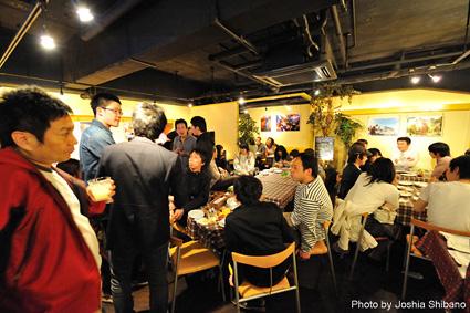 シバノ・ジョシアさんアイスランド写真展オープニング・パーティ!キャンドル・アートも!_c0003620_15185941.jpg