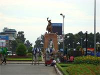 ベトナムへ行く。④  ~ベンタン市場で食器購入~_f0232060_15464599.jpg