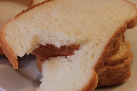 日本の材料でホームベーカリー食パンを焼いてみました。_d0129786_141139.jpg