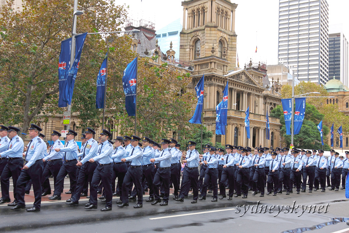 ANZAC DAY 2010 -2-_f0084337_19472780.jpg