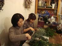 花修行 ~クリスマスのフレッシュリース~ _f0232060_19313863.jpg