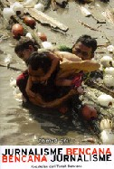 新刊:Jurnalisme Bencana Bencana Jurnalisme (インドネシア語)_a0054926_10212742.jpg