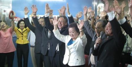 沖縄市長選―東門美津子市長が再選_f0150886_1537221.jpg