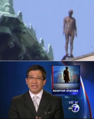 ビル屋上に立つ全裸男性のリアルな像っていうパブリックアート_b0007805_16369.jpg
