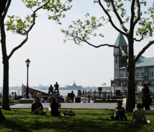夏日のNYでは公園がお勧めです バッテリーパークより_b0007805_22525886.jpg