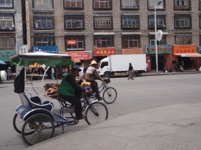 Lhasaの街歩き_e0182138_18181453.jpg