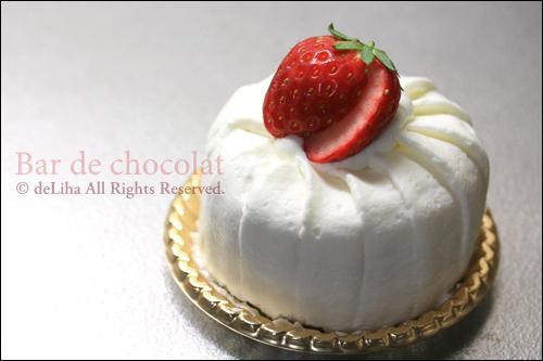 『バードゥショコラ』ケーキ【森のイチゴのショートケーキ】_c0131054_16495266.jpg