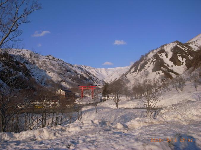 雪解けの湯殿山_a0036384_911748.jpg