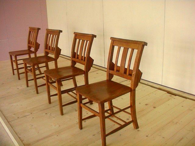 古い椅子。_e0060555_19514518.jpg
