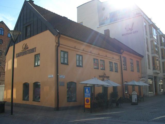 黄色いカフェ_a0159707_2431876.jpg