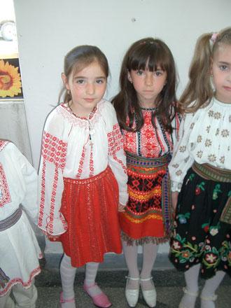 ルーマニアの伝統衣装 _c0042797_1204570.jpg