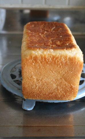 ミニトマト酵母で、角食。_f0082141_16545747.jpg