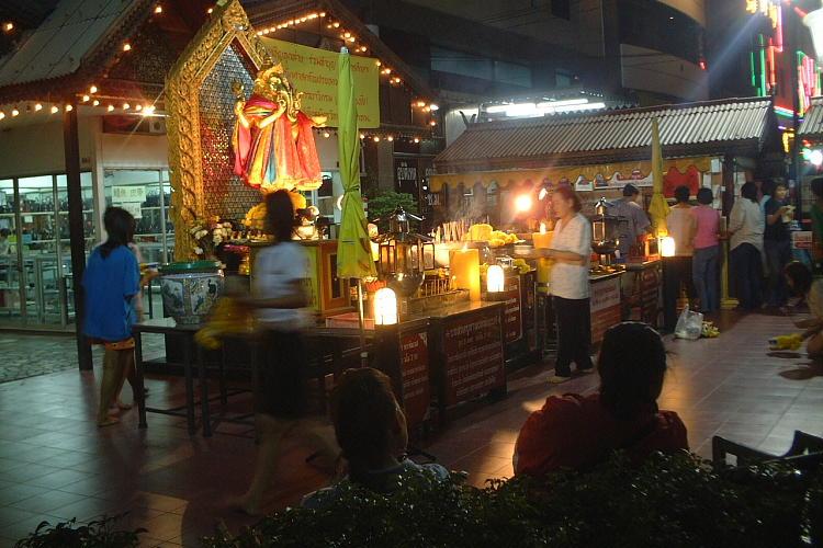 バンコク  祈りの夜_b0061717_0182820.jpg