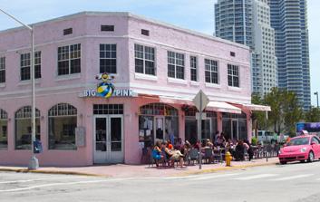 マイアミでお薦めのワッフル ビッグピンクレストラン_c0050387_038201.jpg