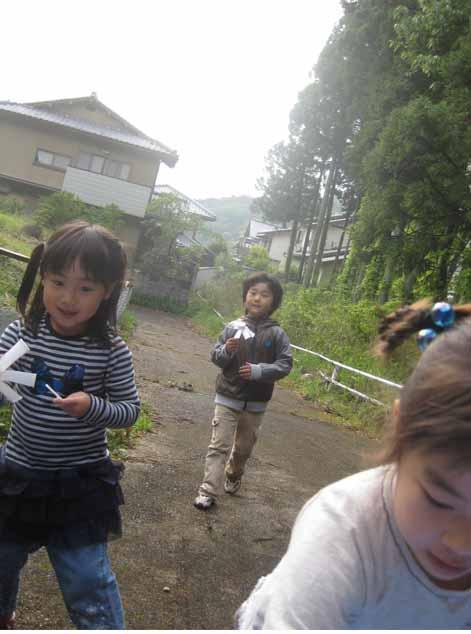 幼児クラス・本日は外で・・_f0211514_19391978.jpg