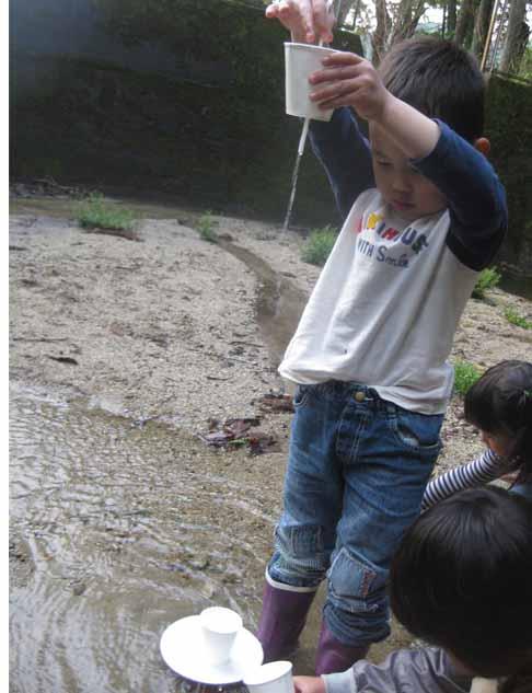 幼児クラス・本日は外で・・_f0211514_19393971.jpg
