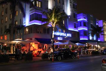 フェイクな巨乳がいきかうマイアミの夜の巻_c0050387_15143091.jpg