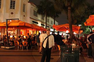 フェイクな巨乳がいきかうマイアミの夜の巻_c0050387_1522235.jpg