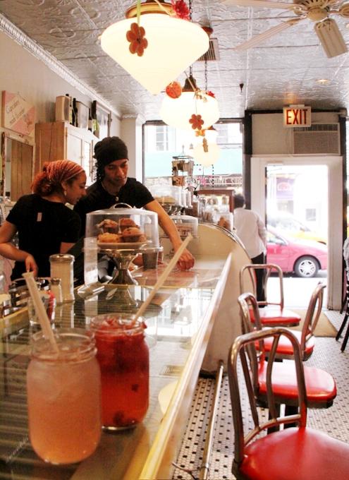 NY No1手作りピンク・レモネードのお店 Kitchenette_b0007805_9562960.jpg