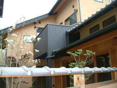 仏生山の家 植樹_e0064493_11391511.jpg
