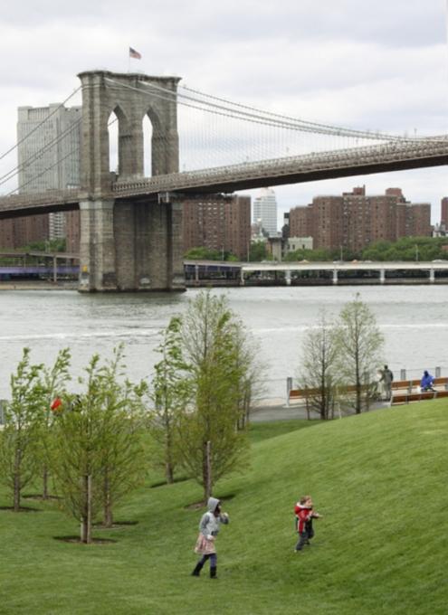イーストリバー沿いに新しい公園がオープン! Brooklyn Bridge Park Pier1_b0007805_21311565.jpg
