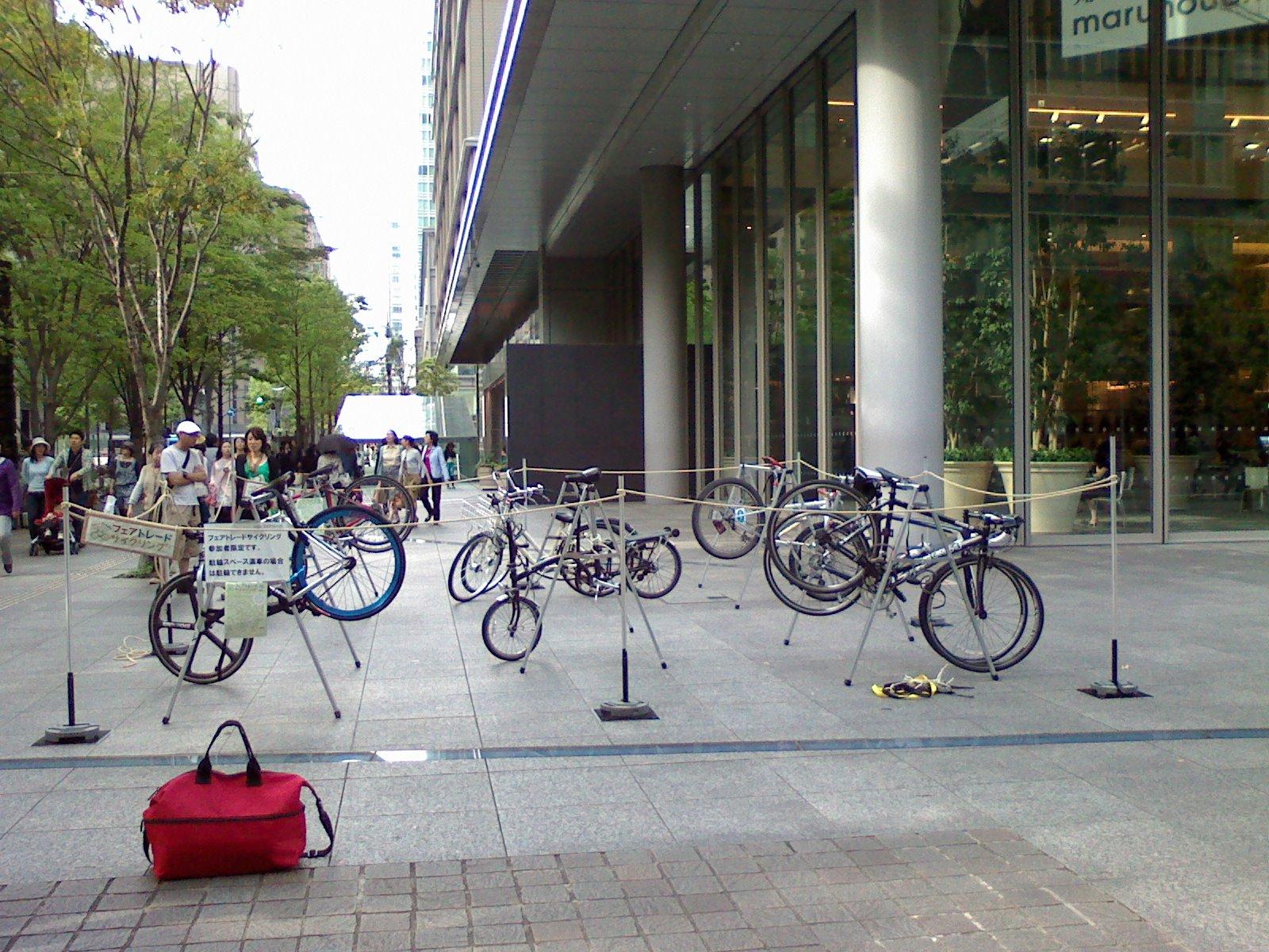 Bike Valet(バイクバレイ)in 世界フェアトレード・デー2010@丸ビル_f0063022_11122253.jpg