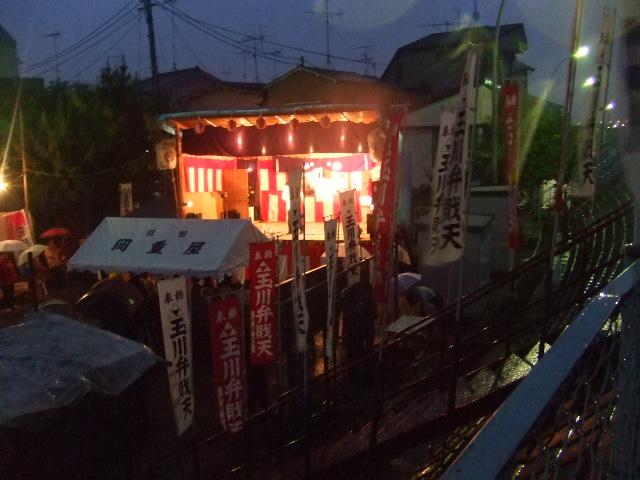 雨の中のお祭り_e0119092_12295047.jpg