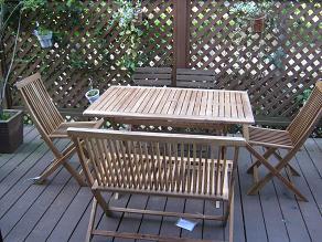 ウッドデッキ用テーブルセット届きました。_a0139242_6203457.jpg