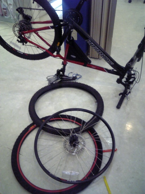 マウンテンバイク、タイヤ交換完了!!_d0157745_20355414.jpg