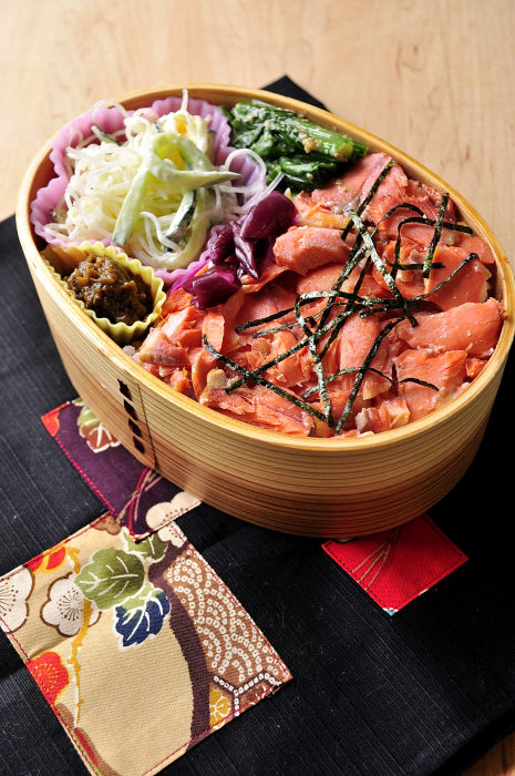鮭まぶしのお弁当_b0171098_8362682.jpg
