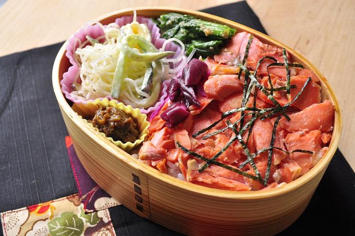 鮭まぶしのお弁当_b0171098_8554564.jpg