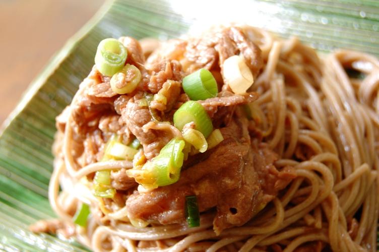 ボリュームたっぷり☆豆板醤焼き肉の蕎麦和え_d0104926_5232419.jpg