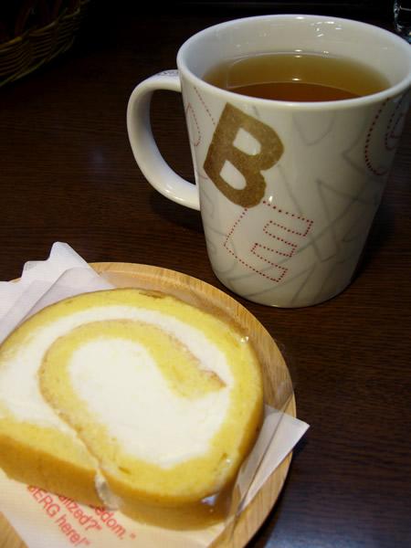 日替わりハーブティーにベルクケーキをご注文いただくとハーブティーが50円引きになります♪ #cake_c0069047_22403695.jpg