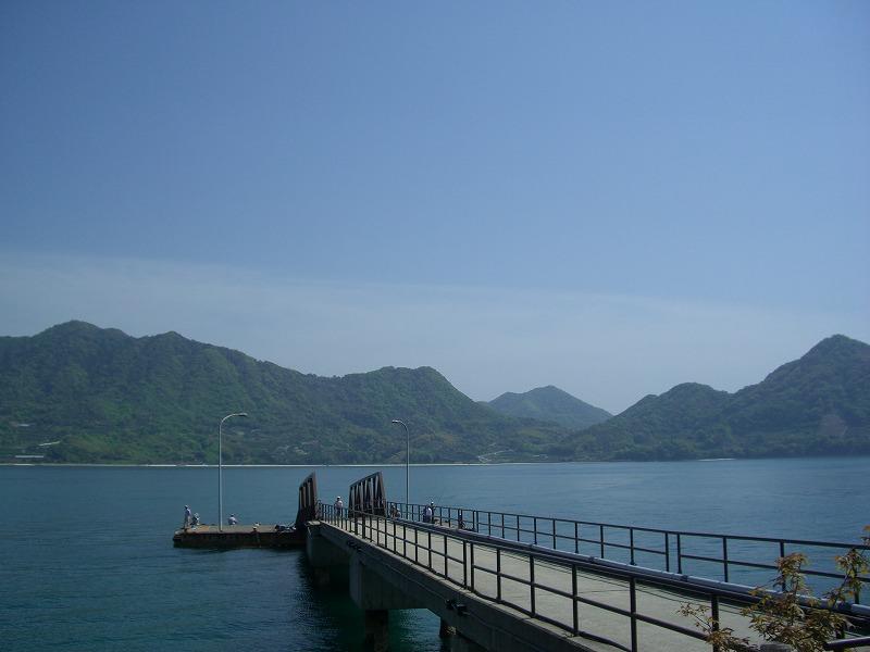 瀬戸内海に浮かぶ毒ガス工場跡とウサギの島―大久野島―_d0116009_3384292.jpg