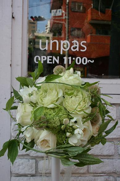 白ラウンドブーケ&両親用花束♪♪_e0149863_18154359.jpg