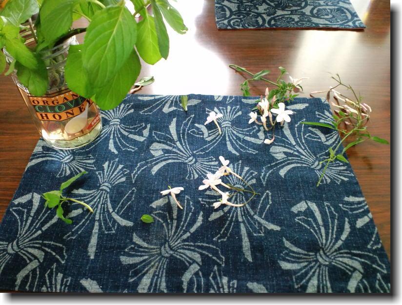 今年もミニバラが咲きました。_e0014000_22453974.jpg