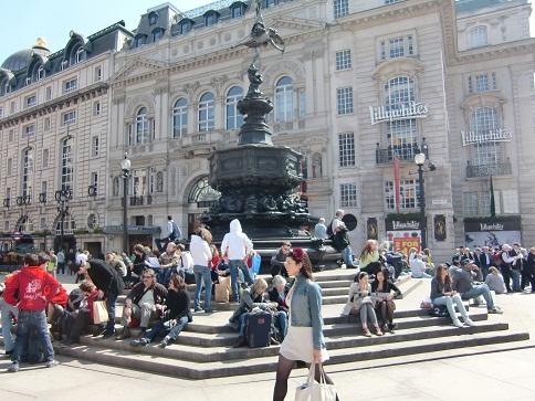 ロンドンで一番にぎやかな地域のそぞろ歩き_c0079828_2257698.jpg