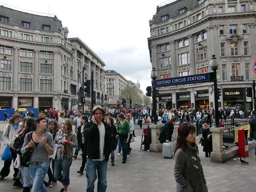 ロンドンで一番にぎやかな地域のそぞろ歩き_c0079828_23594512.jpg