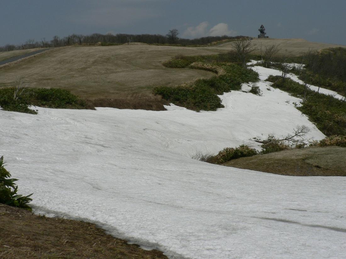残雪の山を行く_d0001843_2240375.jpg