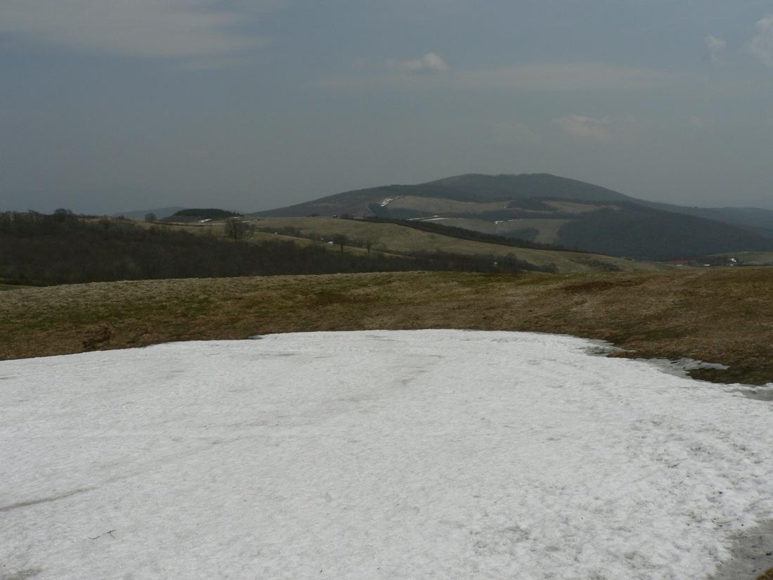 残雪の山を行く_d0001843_22483713.jpg
