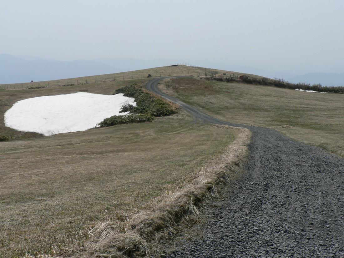 残雪の山を行く_d0001843_22531617.jpg