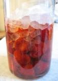 初めてのいちごの甘酢漬け_d0031682_16301167.jpg
