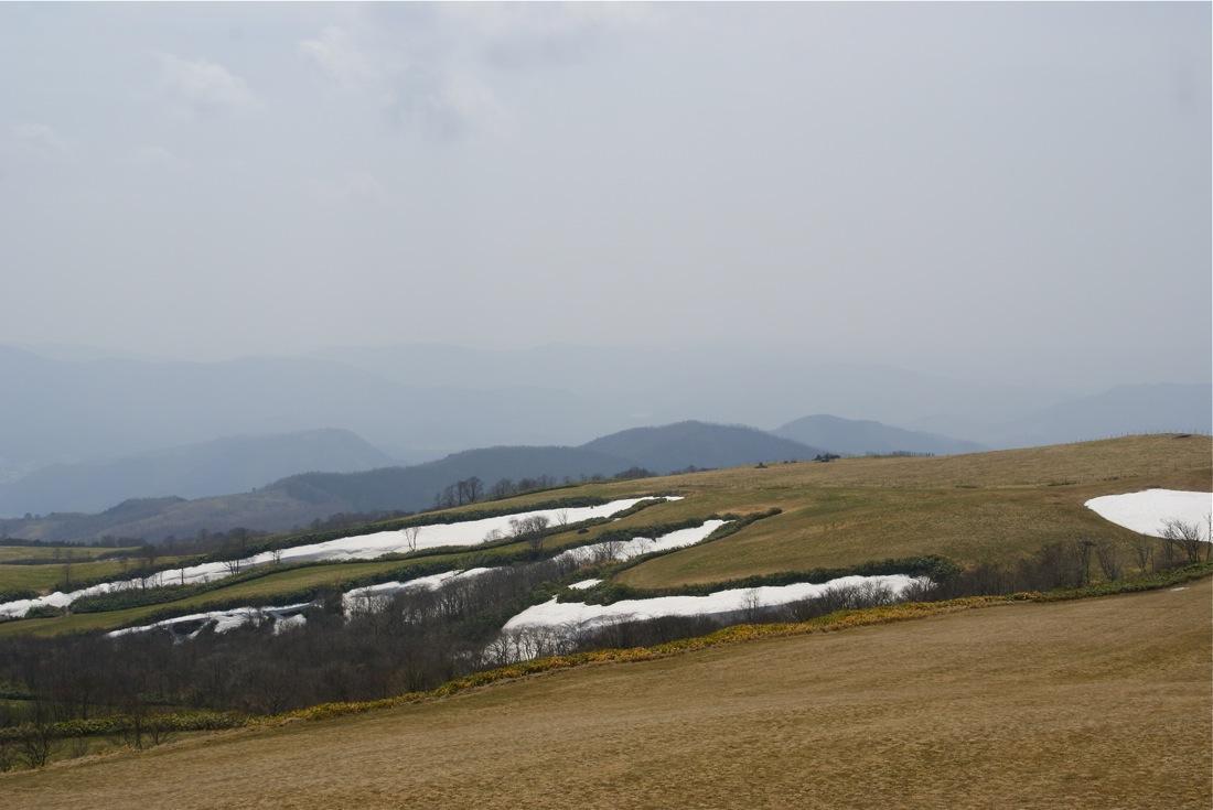 残雪の山を行く_d0001843_22313829.jpg