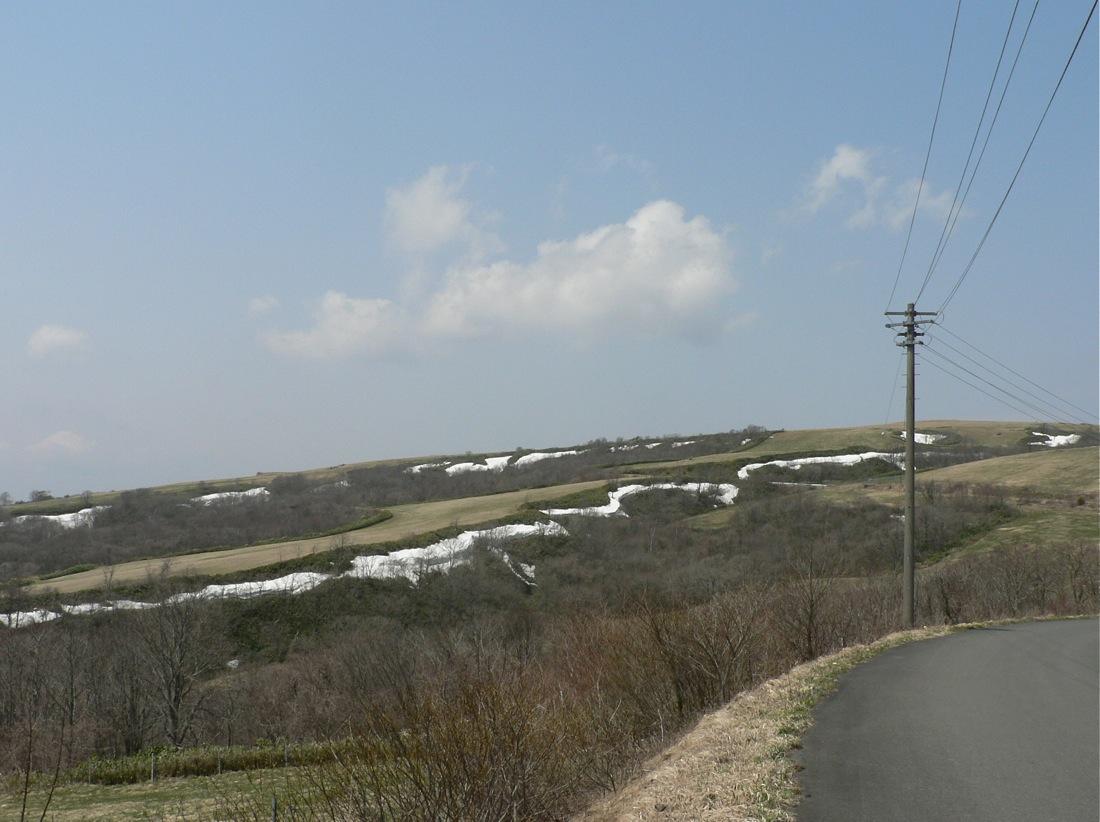 残雪の山を行く_d0001843_22315195.jpg
