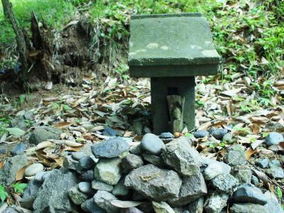 small shrine_f0230666_12354466.jpg