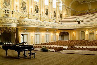 モスクワ音楽学院大ホール : モ...